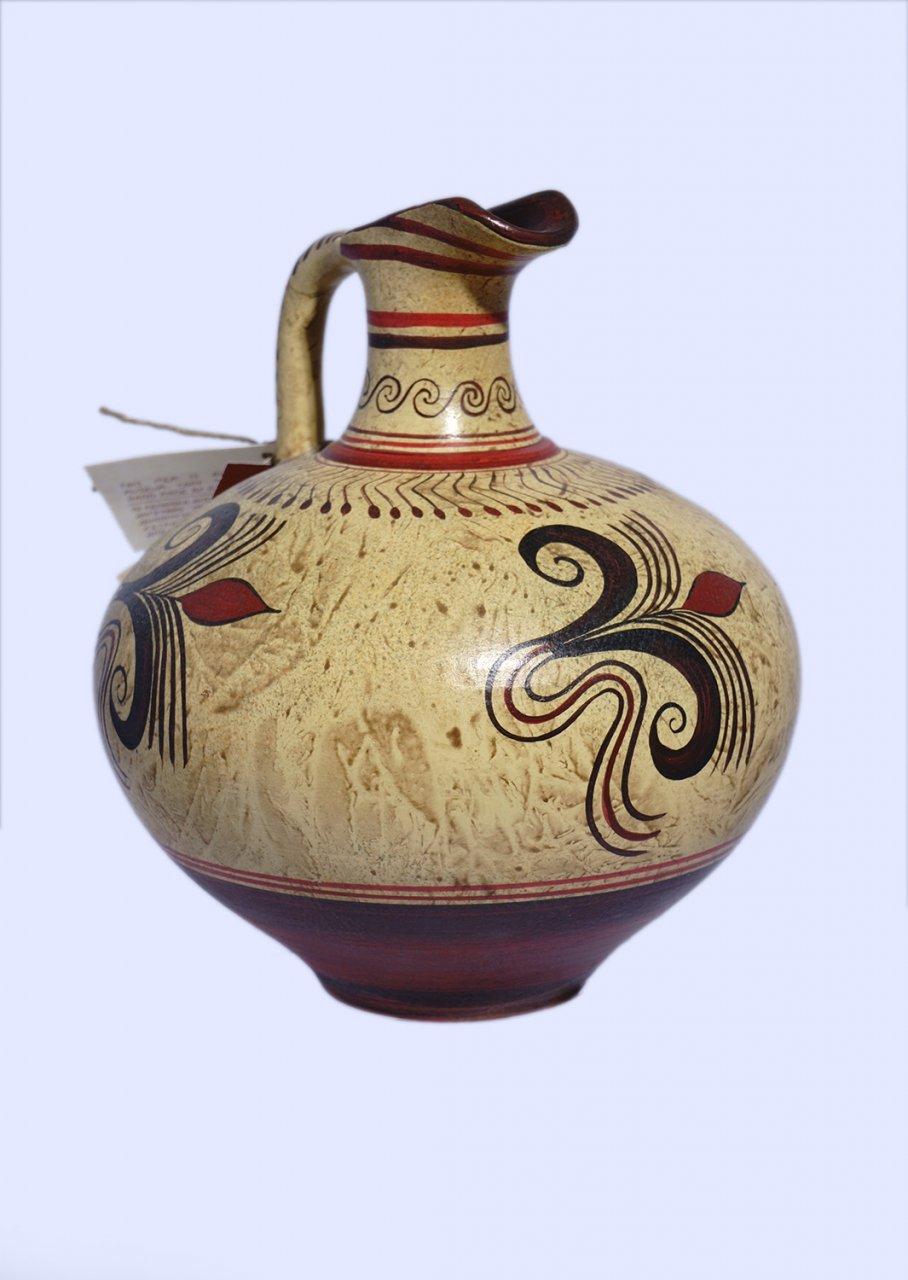 Minoan small jar with vegetal decoration