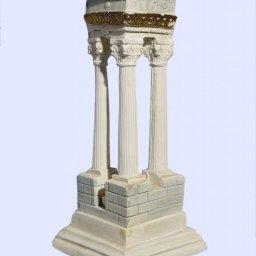 Τhree plaster corinthian columns forming a 90 degrees angle 1